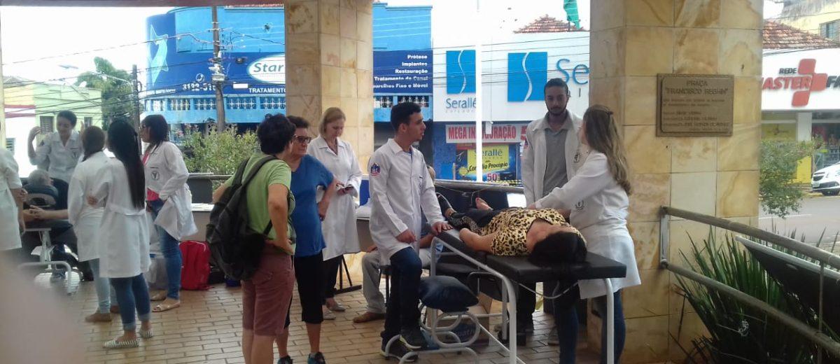 Faculdade Dom Bosco promove mais uma dia de atividades no Coreto do Calçadão